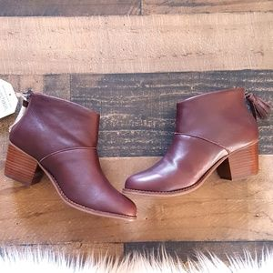 TOMS  NWT Leather Leila Ankle Boots